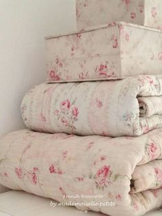 the shabby chic home pinterest floral bedding pastels and floral rh pinterest com
