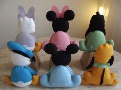 Enfeites para decoração de mesa temática.    O kit possui os seis personagens principais da turma baby:  Mickey, Minnie, Pluto, Pateta, Donald e Margarida.    Pode ser mudada a opção dos personagens, desde que o kit tenha 6 unidades. Por exemplo, 6 Mickeys ou 3 Minnies e 3 Mickeys...    A primeir...