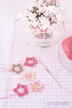 Spring-flowers-garland-in-process-1.jpg (536×800)