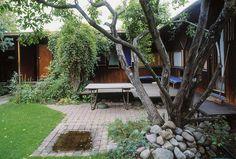 Scandinvian // Hamar - Are Vesterlids prisbelønnede atriumshus. Atrium House, Rural House, Garden Bridge, Garden Landscaping, Real Estate, Yard, Pergola, Outdoor Structures, House Design