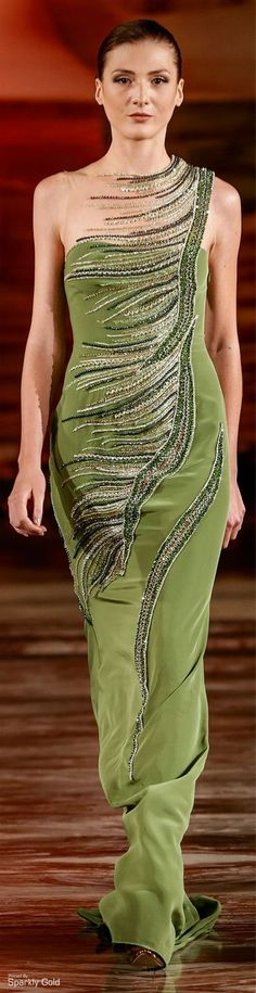 Toufic Hatab Fall-winter Reminds me of the Gilded Age for some reason. Couture Fashion, Runway Fashion, Green Fashion, Models, Beautiful Gowns, Green Dress, Dress To Impress, Evening Dresses, Cool Outfits