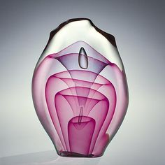 A mature work by Dominick Labino, Emergence Four Stage, 1975, hot-worked glass, internal air trap, and gold veining, 22.4 cm x 16.2 cm x 6.3 com, Corning Museum of Glass, Corning, NY.