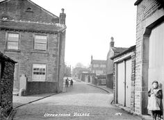 0138 Upperthong village, Towngate 1910.