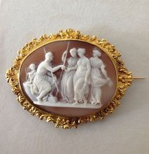 X-Rare Shell Cameo Brooch of the Judgment of Paris in a Sumptuous French 18K Gold Mount