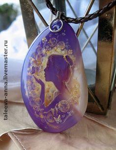 """Купить Кулон """"Лёгкость"""" - подарок, миниатюра, роспись, силуэт, сиреневый, камень натуральный, масло, лак"""