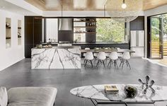 The last few seasons have seen midcentury modern style take a backseat to industrial and rustic elements when it comes to home design and decorating. But f