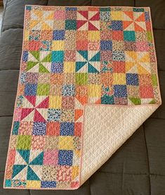 Patchwork baby quilting ideas for 2019 Baby Patchwork Quilt, Pinwheel Quilt, Baby Girl Quilts, Lap Quilts, Scrappy Quilts, Small Quilts, Mini Quilts, Quilt Blocks, Quilt Baby