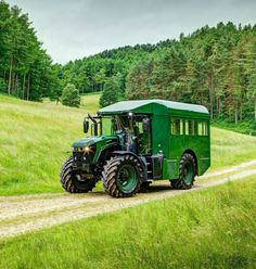 looks pretty awesome though!looks pretty awesome though! Big Tractors, John Deere Tractors, Antique Tractors, Vintage Tractors, Vw T3 Doka, Rv Truck, Tractor Attachments, Expedition Vehicle, Old Trucks