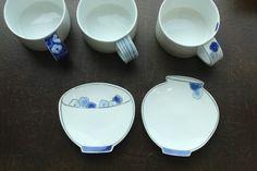문도방 컷팅접시 청화백자 핸드메이드도자기 : 네이버 블로그 Clay Mugs, Pottery Designs, Glaze, Tea Cups, Porcelain, Blue And White, Ceramics, Dishes, Tableware