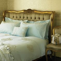 Tiffany Blue Luxury, I believe this would work beautifully on my black Tommy Bahama bed with my black and cream linen comforter, what do you think?