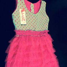 Para las pequeñas bailarinas!! Vestido de chifón turquesa con bolitas fucsias y tul. Manga sisa.  Hermoso y divertido. Talla 1-2, 3-4, 5-6 años.