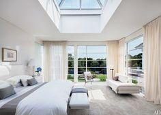 4-quarto-com-grandes-janelas-e-luz-natural