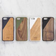 Coques en bois massif (noyer ou merisier) poncées à la main pour habiller et protéger votre iPhone avec élégance. iPhone 5/5S (4 coloris : noir, blanc, marine, aquamarine) iPhone 6 (4 coloris : noir, blanc, marine, olive) iPhone 6 Plus (1 coloris : blanc) Ne convient pas pour l'iPhone 5C.