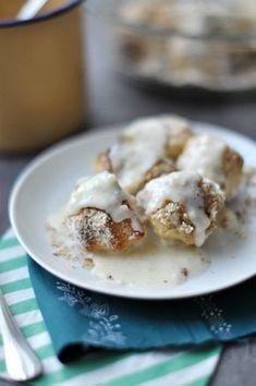 Hamis aranygaluska - gluténmentes recept A tésztához: 25 dkg mandulaliszt 1 dl tej 4 dkg cukor 3,5 dkg olvasztott vaj 1 db tojás 7 dkg kókuszliszt A diós keverékhez: 8 dkg darált dió 8 dkg porcukor 2-4 dkg vaj A vaníliasodóhoz: 2,5 dl tej 1 db tojás 2 evőkanál cukor néhány csepp vaníliakivonat