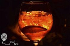 Όνειρα στο τζάκι - Κείμενο: Γιώργος Χιώτης - Φωτογραφία: Ντίνα Κυριάκου Wine Glass, Wine Bottles