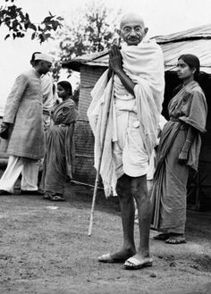 On the occasion of Mahatma Gandhi's death anniversary, here are a few vintage and rare photos of him. Mahatma Gandhi History, Mahatma Gandhi Biography, Mahatma Gandhi Photos, Mahathma Gandhi, Gandhi Life, Indira Gandhi, India Independence, History Of India, Spirituality
