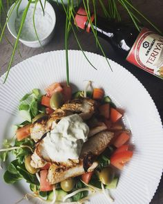 Sund frokost med @kikkoman_danmark Teriyaki soya marineret kylling salat med spinat og lækre hvidløgs oliven fra @gestusdk #staystrong#salat#vægttab #vægttabsrejse #sundhed #sundkost #fittliving #motion #motivation #slankekur #kostvejledning #kostplaner #livsstil #livetibalance #danmark #madlavning #ikøkkenet #weightloss #træning #fittliving #proteiner #sundmor #sundfar #sundfamilie #instafood #foodporn #healthydiet #healthyfamily #foodprep #foodporn #royalcopenhagen