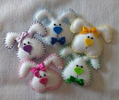Easter Crafts, Felt Crafts, Crafts To Sell, Diy Crafts, Christmas Gifts, Christmas Ornaments, Felt Toys, Poinsettia, Easter Bunny