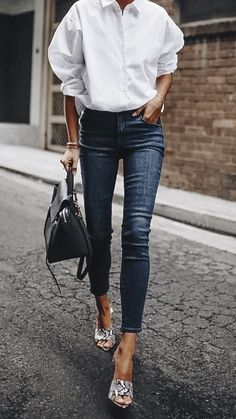 17 Simple Denim Outfits You Can Copy Now Tenue Minimaliste 17 Simple Denim Outfits You Can Copy Now Outfit Jeans, Denim Outfits, Mode Outfits, Casual Outfits, Simple Outfits, Black Outfits, Skinny Jean Outfits, Casual Shoes, White Shirt Outfits