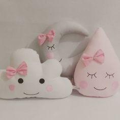 Uma chuvinha doce para todos vocês......☔ #babyvilyn #maternidade #almofadanuvem #almofadas #enxovaldebebe #enxovalpersonalizado #decorbaby #instababy #nuvem #feitocomamor #produtoartesanal