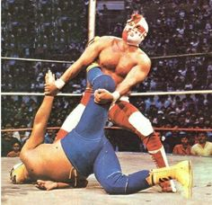 Because MEN can force you into submission! Mexican Wrestler, Men's Wrestling, Lucha Underground, Sport Of Kings, Wwe, Man Vs, Professional Wrestling, Jojo's Bizarre Adventure, Pose Reference