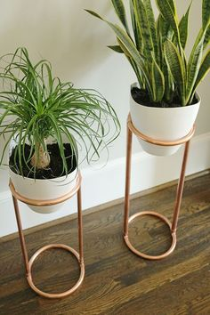 DIY Copper Round Plant Stand DIY Copper Round Plant Stand: Truth. I kill houseplants. Not by choice. I mean…I follow all the basic rules about taking care of a houseplant. But I guess I'm not the best