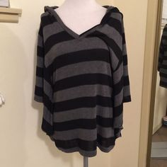 Black and grey striped hooded sweater top sz small Black and grey striped hooded sweater top with wide sleeves in size small from Foreign Exchange Foreign Exchange Sweaters