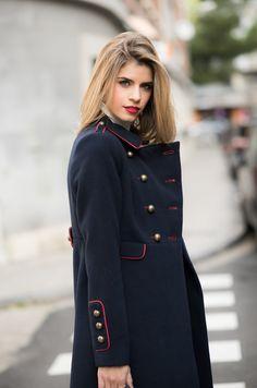381acc6b5b5 Abrigo de mujer Tintoretto azul marino de estilo militar