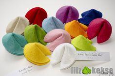 *Diese süßen filzkekse sind die perfekte Alternative zu den langweiligen, mit Hochzeitsmandeln befüllten Organzasäckchen und ein von Herzen kommendes