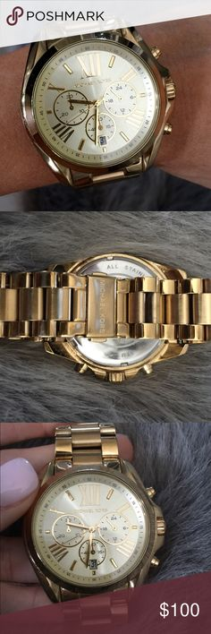 Michael Kors ⏱ Gold Watch A little wear as seen in pic on the band, no scratches, beautiful gold watch, it is authentic.  *Everything in my closet is authentic* Michael Kors Accessories Watches