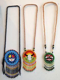 https://i.pinimg.com/736x/56/b7/dc/56b7dc49d8a2d89ea2f25f593be713ba--native-american-beadwork-native-beadwork.jpg