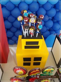 Superheroes cake pop cake...