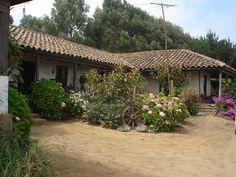 Casa típica chilena en Iloca, Chile.