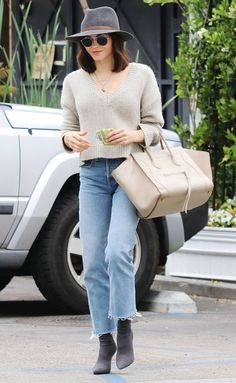 Jenna Dewan street style - Love this look! I'd go with cream shoes and a grey bag instead Celebrity List, Celebrity Style, Star Fashion, Fashion Outfits, Fall Fashion, Shop For Less, Soccer Photography, Jenna Dewan, Cream Shoes