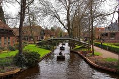 If I asked you to name a pretty city with lots of canals, you'd probably come up with Venice. But what about Giethoorn in the Netherlands. OK, it's not a city, but Giethoorn is just as pretty as Venice and it also has lots of canals. Beautiful Places In The World, Places Around The World, Oh The Places You'll Go, Great Places, Places To Travel, Places To Visit, Around The Worlds, Vacation Places, Beautiful Things