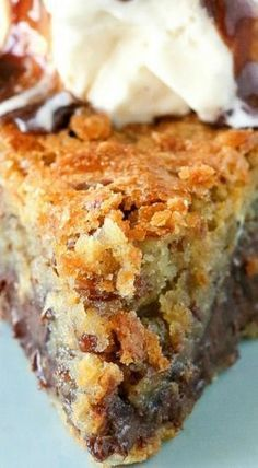 Chocolate Chip Pie ~ It's basically a chocolate chip cookie in a pie but a little more gooey. Delicious Chip Pie ~ It's basically a chocolate chip cookie in a pie but a little more gooey. Pie Dessert, Eat Dessert First, Sweet Recipes, Cake Recipes, Easy Pie Recipes, Best Easy Dessert Recipes, Easy Desert Recipes, Icing Recipes, Recipes Dinner