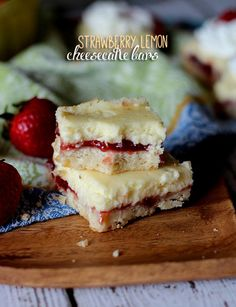 These Strawberry Lemon Cheesecake Bars are the best fruity desserts for the summertime. Fresh and tangy treats made with a buttery shortbread crust! Brownie Desserts, Oreo Dessert, Mini Desserts, Coconut Dessert, Dessert Bars, Delicious Desserts, Yummy Food, Plated Desserts, Lemon Cheesecake Bars