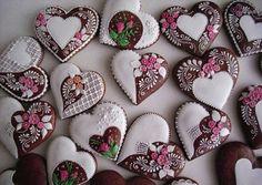 Beautiful biscuits from Hungary! Cookies Cupcake, Galletas Cookies, Fancy Cookies, Cupcakes, Cookie Icing, Vintage Cookies, Valentine Cookies, Iced Cookies, Cute Cookies