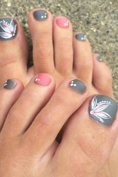 Cool summer pedicure nail art ideas 34