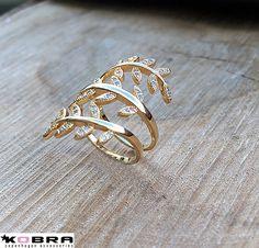 """Lotus"" Smuk ring med blade og sten i 14 karat forgyldt"