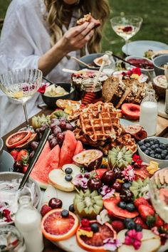 HOORAY! Mag | 5 Tips on Styling a Gazing Table | Grazing Table Ideas | Breakfast Grazing Table | Sweet Grazing Table | Savoury Grazing Table | Party Food | Interactive Dining | Party Hosting | Fruit Platter | Food Styling |Edible Flowers | Cocktails |