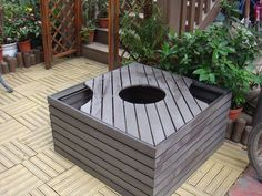 Due to the good performance of wood-plastic products, in addition to home flooring, in recent years has also been widely used in other areas, wood-plastic flower box than wood flower box more decay use longer time, is the best choice for the garden.