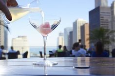 Best rooftop bars in Chicago for outdoor drinking and city views- Streeterville Social Rooftop Bars Chicago, Chicago Bars, Best Rooftop Bars, Chicago Hotels, Chicago Travel, Chicago Restaurants, Chicago Nightlife, Chicago Trip, Chicago Movie