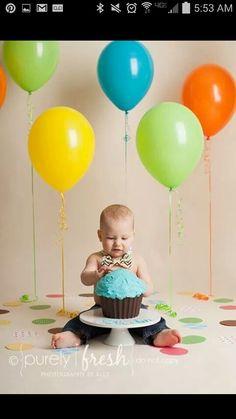 Cake smash balloon background