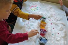 Painting snow with food coloring and water. FUN-Explore the snow outdoors AND indoors with these winter projects for kids from @ Teach Preschool. Preschool Science, Preschool Classroom, In Kindergarten, Preschool Crafts, Teach Preschool, Preschool Winter, Classroom Ideas, Snow Activities, Sensory Activities