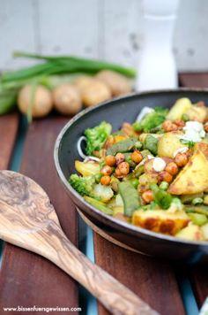 {Rezept} Grüne Gemüsepfanne mit Bratkartoffeln - Bissen fürs Gewissen