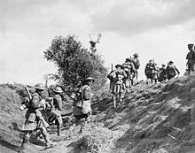 Battle of the Canal du Nord 27 Sept - 1 Oct 1918 (CO IWN. Men of the Infantry Battalion (Canadian Scottish) moving up to the front line near Inchy during the Canadian Corps crossing of the Canal du Nord, 27 September Ww1 Soldiers, Canadian Soldiers, Canadian Army, British Soldier, Wwi, World War One, First World, Royal Canadian Navy, British Armed Forces