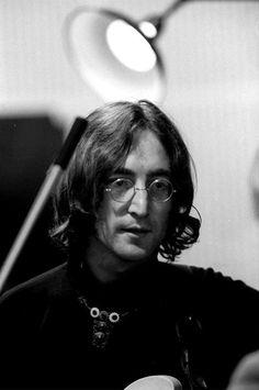 The Beatles - John Lennon 1968 Foto Beatles, John Lennon Beatles, Beatles Photos, Great Bands, Cool Bands, The White Album, The Fab Four, Abbey Road, Music People