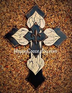 Wall Cross - Wood Cross - X-Large - Antiqued Black, Tan and Black Crackle layer, with iron fleur de lis Mosaic Crosses, Wood Crosses, Painted Crosses, Wooden Cross Crafts, Wood Crafts, Paper Crafts, Diy Crafts, Cross Drawing, Cross Wall Decor