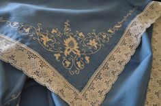 Mantel bordado mallorquín